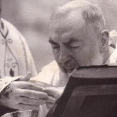I Profumi di Padre Pio gli odori della Sua Santità. Preghiera per una grazia e video