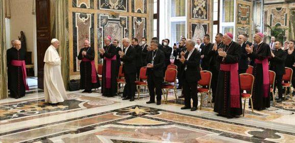 Papa Francesco; i catechisti siano creativi, non ripetitivi
