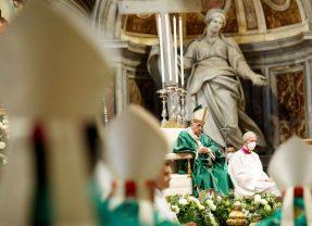 Papa Francesco apre il Sinodo: ascoltarsi, non blindarsi in proprie certezze